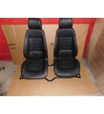 Para foteli Microcar MGO 1 / MGO 2 w skórze w komplecie z szyną Używane